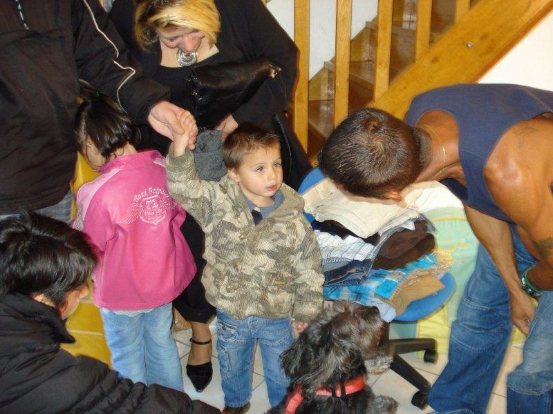 Blacky au milieu des enfants